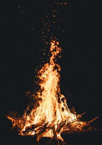 ไฟไหม้ในบ้าน